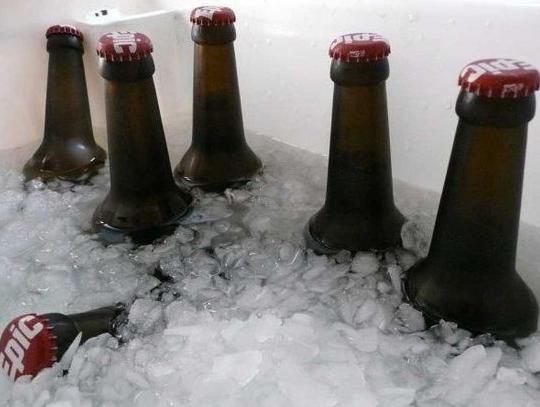 冰冻啤酒放多少冰合适呢