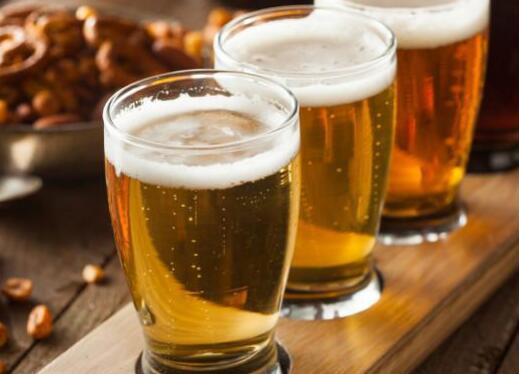 夏季多喝啤酒益处多 营养健康能祛病